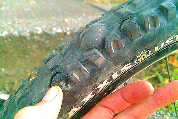 "Maxxis High Roller 2,35"" UST failure"
