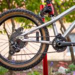 OneUp bashguard s vodítkom a STFU bike upgrade